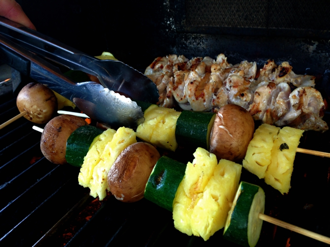 Grilled chicken skewers with fruits & veggies