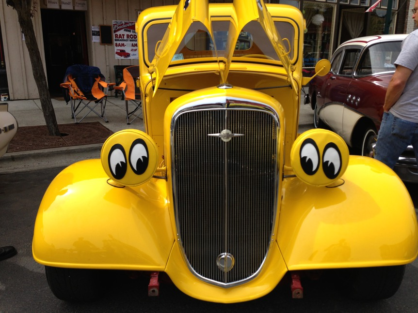 Tweety-bird vintage car