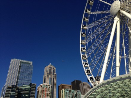 Seattle Ferris wheel in the sunshine