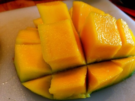 Cutting a mango in cubes
