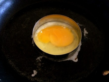 Making a Perfect Egg in a Circle